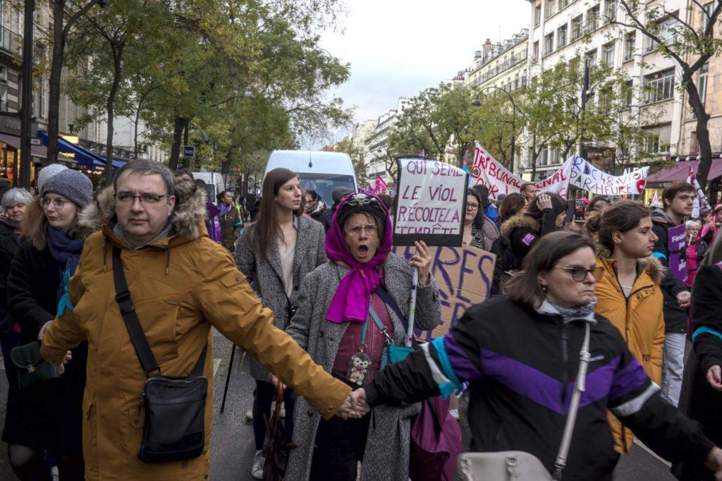 Photo : dans la manifestation parisienne contre les violences faites aux femmes, le 23 novembre.