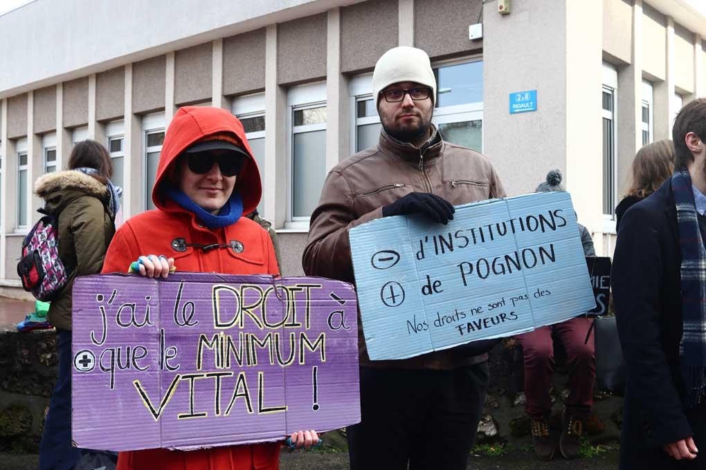 Photo : © Les manifestants de Paris et des Hauts-de-Seine se sont donné rendez-vous devant la MDPH de Nanterre le 11 février 2020 / Beaview - Pierre-Olivier Chaput